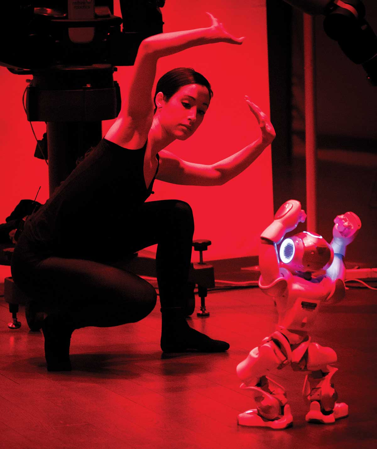 Young woman posing in front of a robot