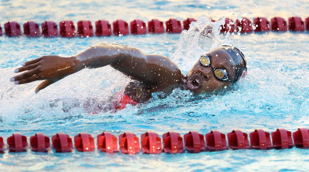 Photo of Simone Manuel swimming freestyle